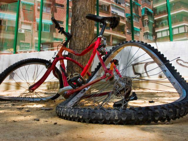 нога попала в колесо велосипеда