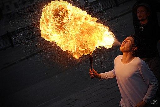 огонь изо рта водкой или бензином