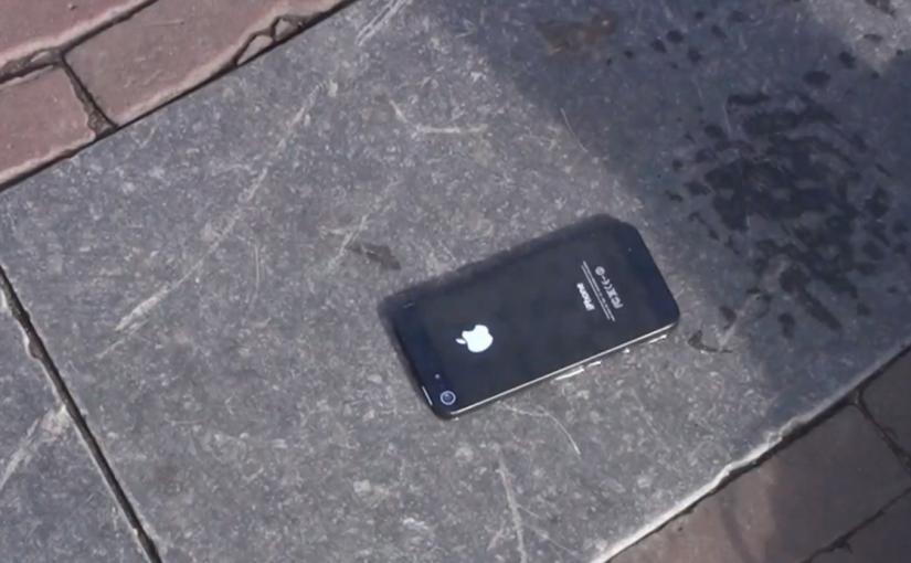на дороге валялся телефон iphone 3