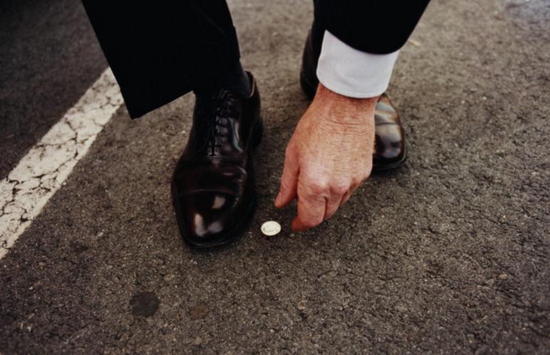что делать с найденными деньгами, на перекрестке монетами
