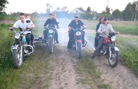гонять по грязи после дождя на мотоцикле урал дрифтовать