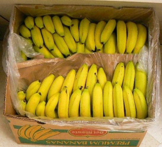 коробка с 15 килограммами бананов