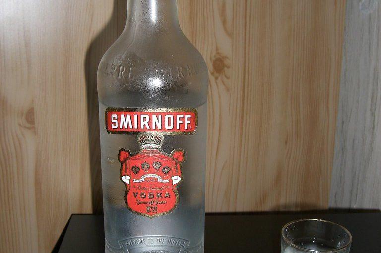 бутылка, водка. стопка