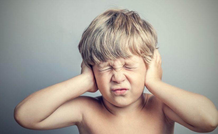 ребенок, болят уши