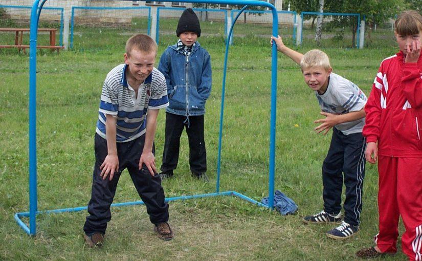 Играла с мальчишками в футбол