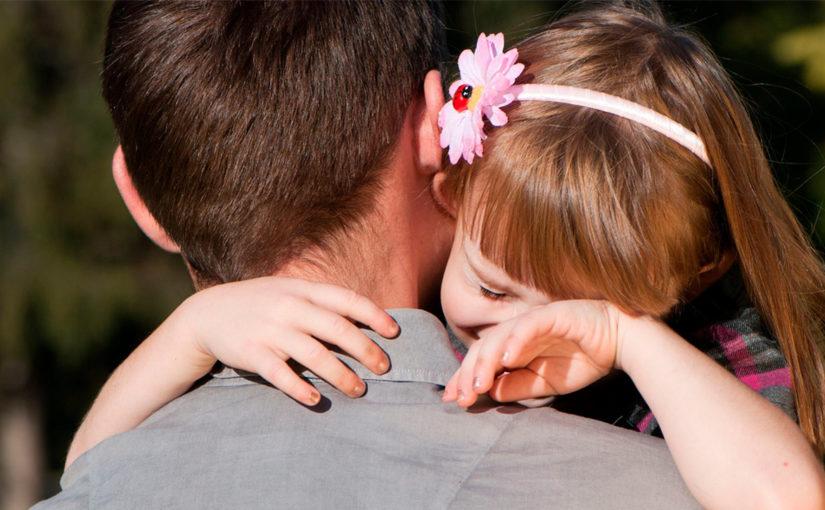 папа, девочка плачет