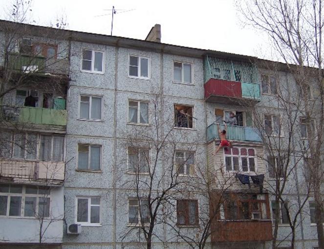 Мужчина упал с 5 этажа